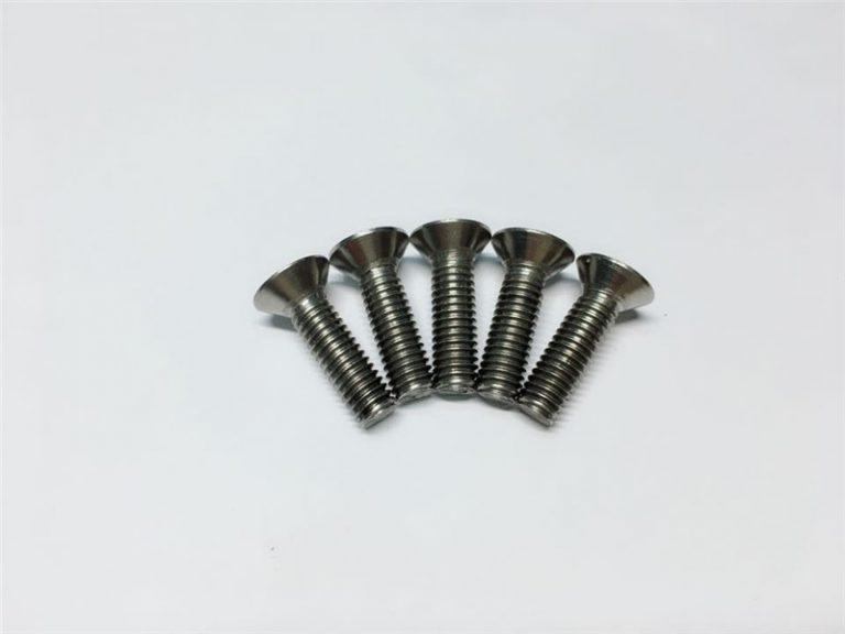 M3, M6 titaniniai sraigtiniai plokščio galvutės lizdo galvutės dangteliai iš titano flanšų varžtai stuburo operacijai